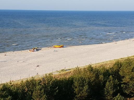 Dębki plaża opinie - gdzie jest spokojnie - plaża bez ludzi i parawanów